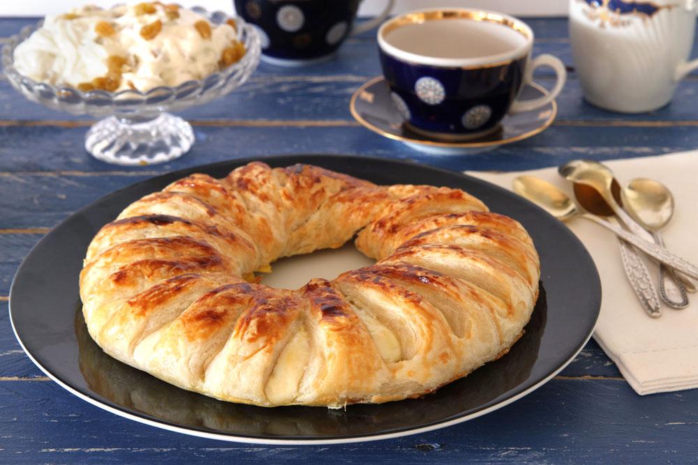 המשקיענים יכולים להכין את הבצק בעצמם. מאפה בצק עלים במילוי גבינה וצימוקים (צילום: אסנת לסטר)