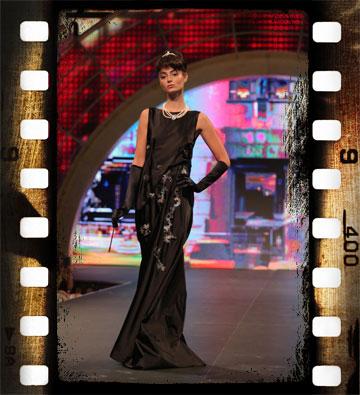 בשמלה שחורה, פומית ארוכה ופנינים. אודרי הפבורן סטייל. עיצוב: ענבר פחימה, מתוך תצוגת הסטודנטים של שנקר (צילום: אורית פניני)
