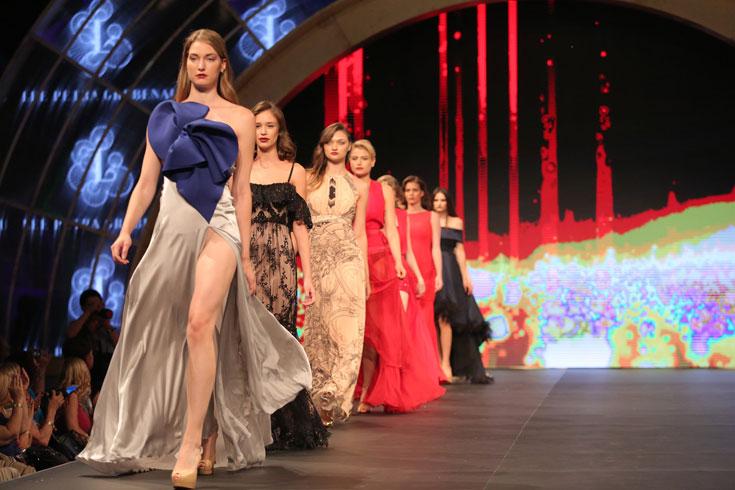 סדרת שמלות הערב והכלה של מעצבי אופנה ישראלים. לרגע אחד פנטזנו שיש לנו אירועים מהסוג הזה ללכת אליהם  (צילום: אורית פניני)