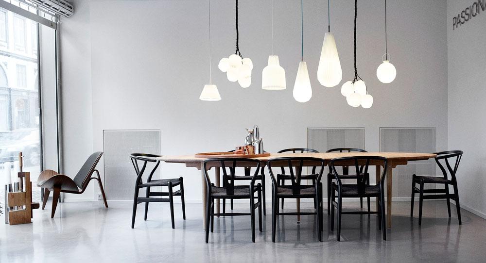 אחד האולמות בפנים: מקדש לפריטי עיצוב דני ידועים (באדיבות CARL HANSEN & SØN)