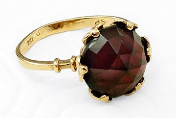 טבעת זהב (1). במקום מתנה יקרת ערך מאמא שאיבדתי, קניתי משהו דומה (צילום: ענבל מרמרי)