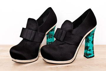 """נעלי עקב של מיו מיו (6). """"מידת הנעליים שלי היא 41, כך שתמיד נשארות נעליים במידה שלי. רגל גדולה זה לא תמיד מינוס"""" (צילום: ענבל מרמרי)"""