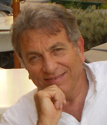 המעצב: אדריכל מיכאל (מיכי) סתר (צילום: אורה סתר)