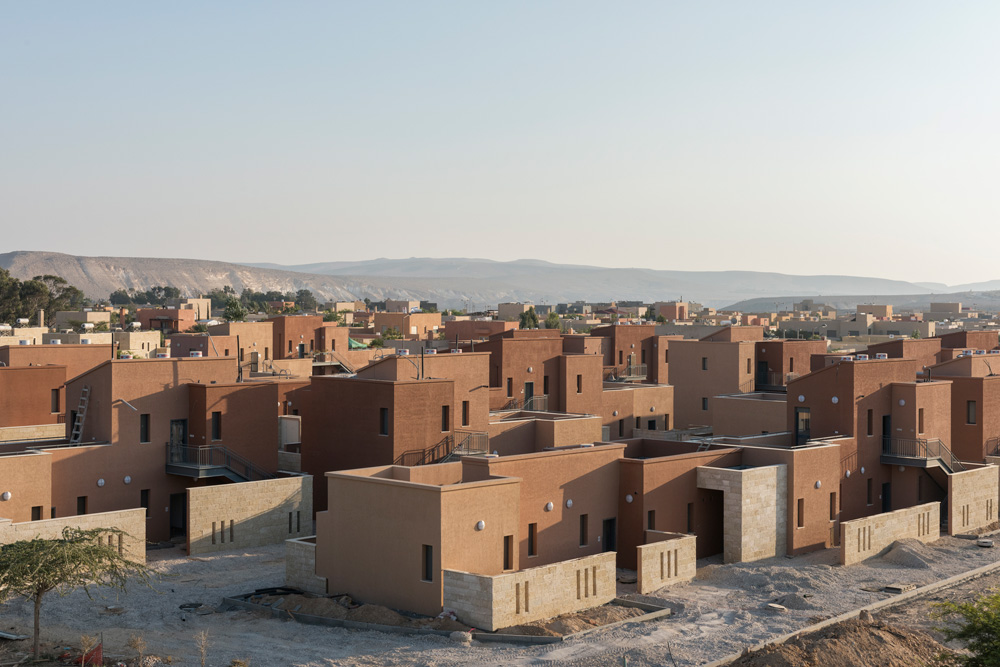 השכונה החדשה בשדה בוקר, מבט מצפון. בדירות יש שניים עד ארבעה חדרים. חמשת הרחובות סגורים לתנועת כלי רכב. דמי השכירות: 1,000 עד 1,500 שקל בחודש (צילום: אלי סינגלובסקי)
