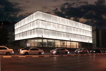 חזית הבניין מרשימה מאוד, כמו בפרויקטים רבים אחרים של הזוג חיוטין (צילום: נתן צרניאקוב)