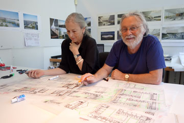 האדריכלים, מיכאל וברכה חיוטין. טביעת האצבע שלהם ניתנת לזיהוי בקלות (צילום: מיכאל יעקובסון)