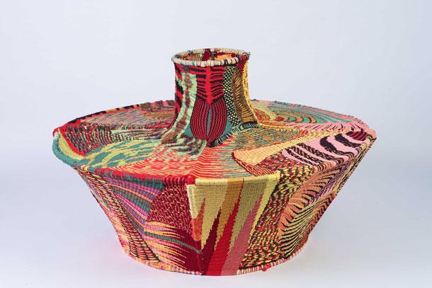 רהיט ארוג של נאור פרץ (צילום: אחיקם בן יוסף )
