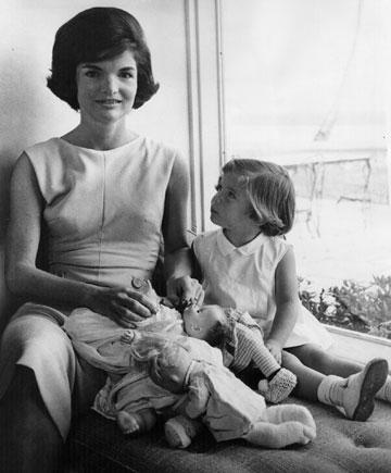 היתה דכאונית עד שנולדו ילדיה. עם בתה קרוליין (צילום: gettyimages)