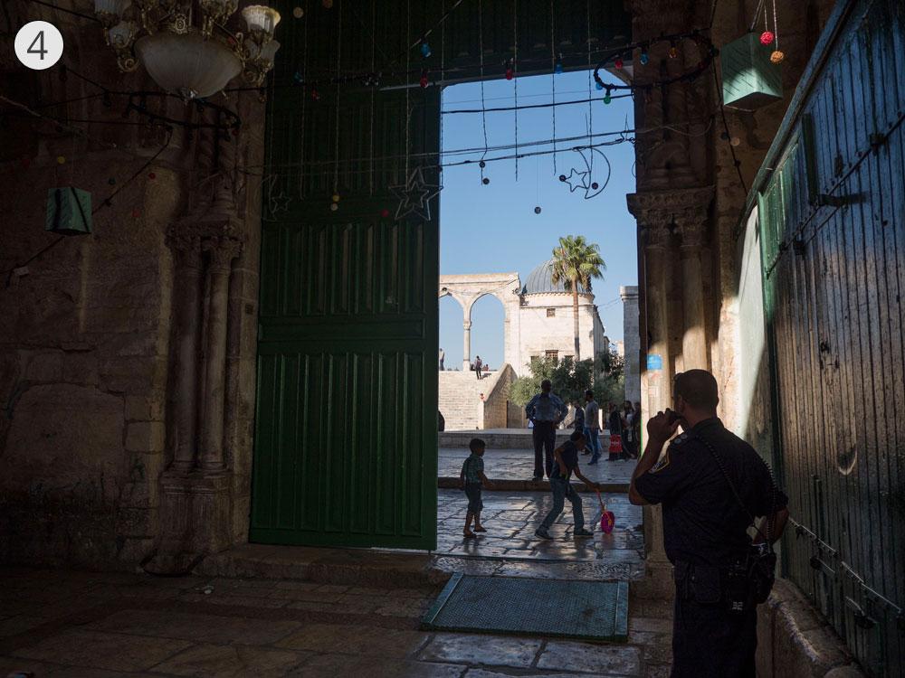 תחנה רביעית: שער השלשלת (באב א-סלסילה) שהוא אחד משערי הכניסה העיקריים להר הבית. גם מכאן נכנסו היהודים לבית המקדש (צילום: אוריה תדמור)