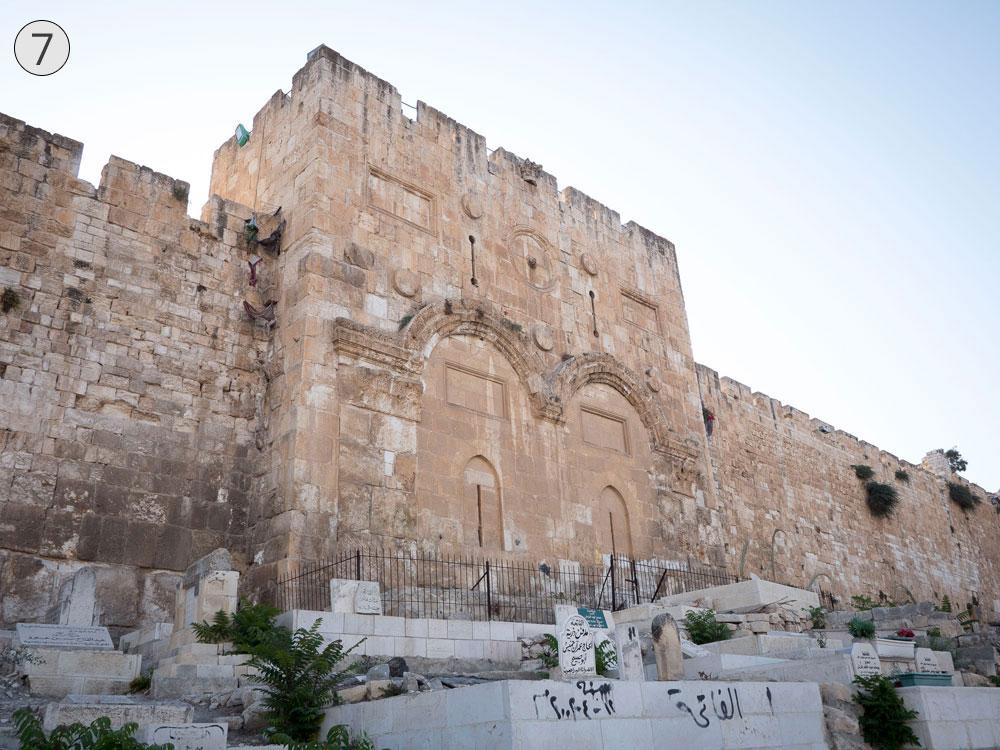 תחנה שביעית: שער הרחמים. לפי המסורת, כאן ניצב שער שקישר בין הר הזיתים לבית המקדש (צילום: אוריה תדמור)