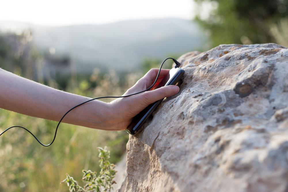 כך זה יתבצע: המבקרים יגיעו לליפתא, יורידו אפליקציה לטלפון החכם, ותוך כדי התקדמות ישמעו את הסיפורים והצלילים בהתאם למיקומם (צילום: שבתאי פינצ'בסקי)