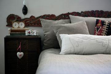 חדר השינה סודר מחדש והולבש (צילום: שירן כרמל)