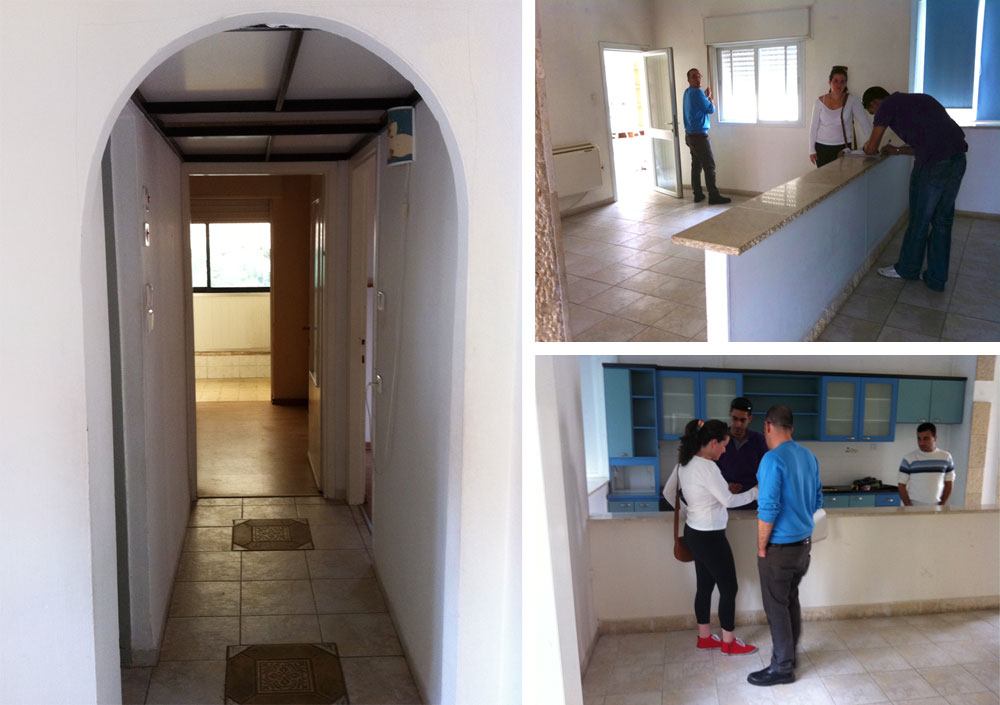 הדירה לפני השיפוץ. הרצפה כוסתה בפרקט, והוסרו תוספות כמו חצי הקיר שהפריד בין המטבח לסלון והקשת במסדרון