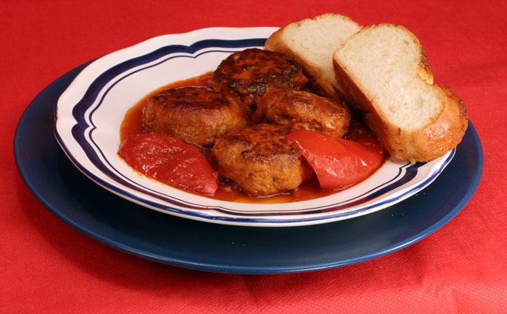 קפטלחך - קציצות חזה עוף ברוטב עגבניות (צילום: אסנת לסטר)