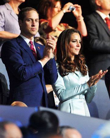הנסיכה קייט והנסיך וויליאם. מתלבשים בצבעי הדגל הבריטי (צילום: gettyimages)