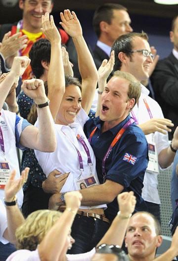 הנסיך וויליאם והנסיכה קייט. חוגגים עם נבחרת אנגליה (צילום: gettyimages)