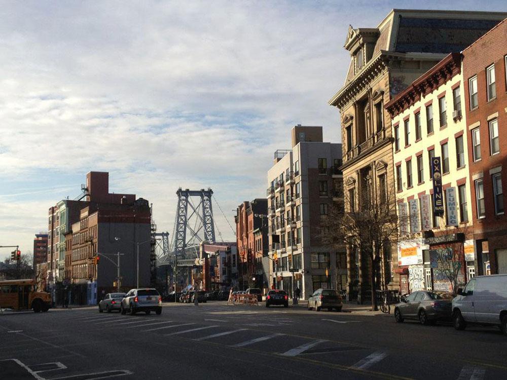 וזו שכונת וויליאמסבורג בברוקלין, שהפכה תוך 15 שנים משכונה שמפחיד ללכת בה ברחובות לשכונה טרנדית, שגרים בה אמנים, אנשי רוח ומשפחות צעירות. 'עיריית ניו יורק זיהתה את הפוטנציאל, ונתנה תמיכה, מאמץ ומשאבים '', אומר אדריכל רפי אלבז. ''אני יכול רק לייחל שזה יקרה גם בתל אביב'' (צילום: Jaspermaz, cc)
