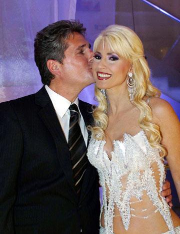 פנינה רוזנבלום בחתונתה השלישית, עם איש העסקים רוני סימנוביץ' (צילום: מאיר פרטוש)