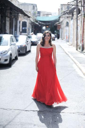 שמלת כלה אדומה של לימור רוזן (צילום: גיא גלעד)