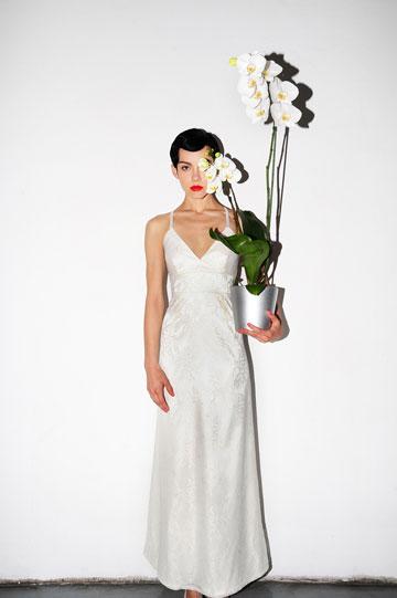 שמלת כלה של נעמה בצלאל. ''כלות שמתחתנות בפעם השנייה לא עושות מזה 'אישיו' ולא מתכוננות לזה חודשים מראש'' (צילום: איתן טל)