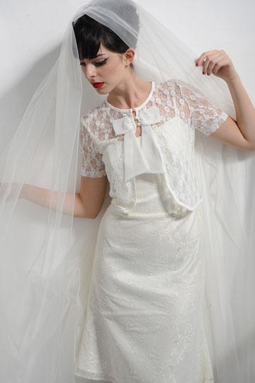 שמלת כלה של נעמה בצלאל. ''לפני מספר עונות הצעתי שמלות כלה צבעוניות בכסף, תכלת, זהב וורוד בייבי, אבל זה לא תפס'' (צילום: איתן טל)