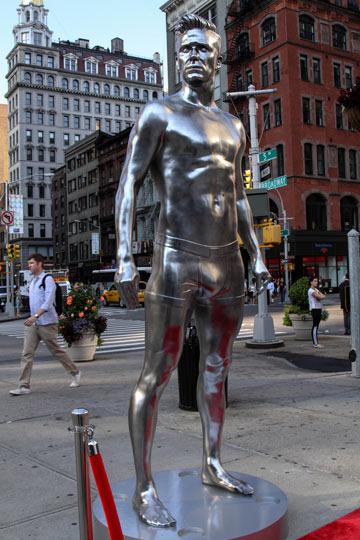 הפסל של דיוויד בקהאם. הומור ציני או רצינות תהומית? (צילום: gettyimages)