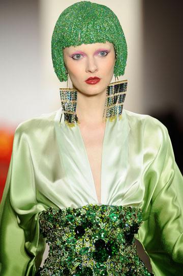תכשיטים של Noir בתצוגת האופנה של The Blonds (צילום: gettyimages)