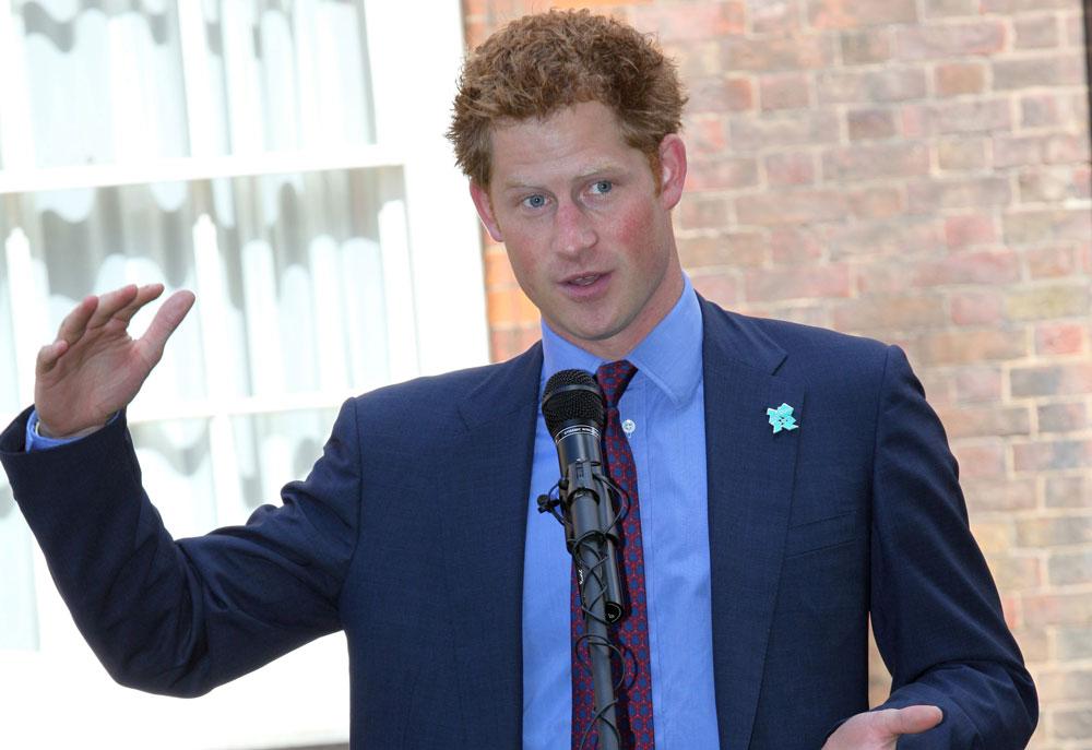 ''בעיתון לא רואים את זה, אבל בעצם יש לי כזה''. הנסיך הארי מגן על עצמו. ולא, לא באמת (צילום: gettyimages)