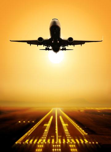 המטוס ממריא, אבל מה לובשים הנוסעים? (צילום: shutterstock)