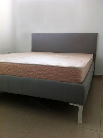 מיטה מרופדת (צילום: סטודיו G&L)