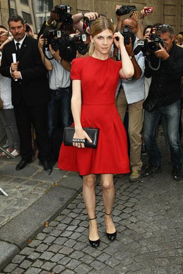 שיק צרפתי. קלמנס פוזי בשמלה אדומה (צילום: gettyimages)
