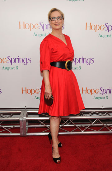 מריל סטריפ בשמלה אדומה. לכל גיל (צילום: gettyimages)
