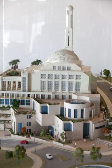 המרכז העירוני, ובו המסגד, ממוקם בראש הגבעה המרכזית ולא בעמקים, בניגוד למודיעין (צילום: דור נבו)