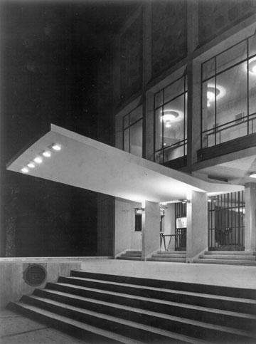 חזית קולנוע קרן בבאר שבע (1954, בינתיים נהרס). היכל חילוני של עיר חדשה (צילום: יצחק קלטר)