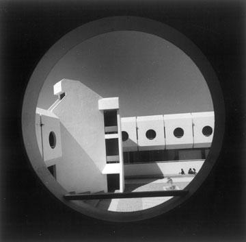 המכללה למינהל בתל אביב, 1987. ברוטליזם מואר (באדיבות נדלר, נדלר, ביקסון, גיל אדריכלים)