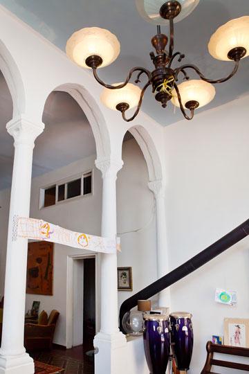אספנית וינטג' מקצועית. הבית של מיקי ממון (צילום: ענבל מרמרי)