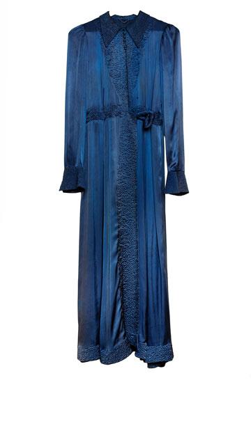 """שמלת משי כחולה. ה""""לאקי צ'ארם"""" (צילום: ענבל מרמרי)"""