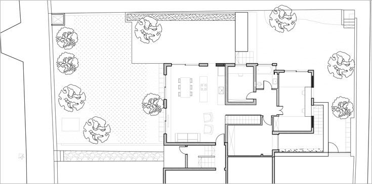 התוכנית לאחר השיפוץ: המטבח החליף מקום בחלל הפתוח, שני חדרי שינה אוחדו לחדר ילדים גדול אחד, חצר אנגלית נחפרה מאחור ומרפסת מבטון מוחלק ''יוצאת'' מהסלון (תוכנית: צח רונן)