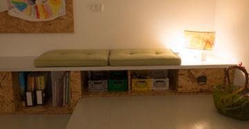 ספסל האחסון בחדר הילדים (צילום: רמי חכם)