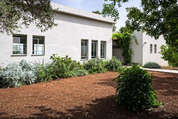 מבט מהגינה הקדמית (צילום: שי אפשטיין)