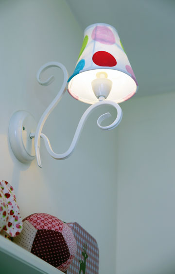 מנורה שתפרה הימן (צילום: לימור הרצוג אהרוני)