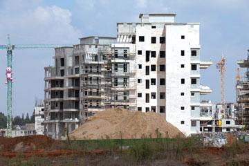 כאן בונים. היקפי בנייה גדולים בעיר (צילום: דור נבו)