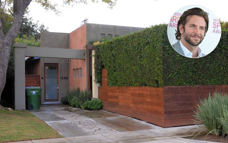 צניעות היא שם המשחק. הכניסה לבית של בראדלי קופר בווניס (צילום: splashnews/asap creative, gettyimages)