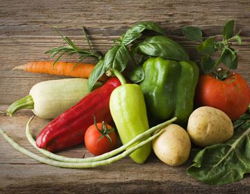 הוסיפו ירקות ועשבי תיבול כיד הדמיון (צילום: shutterstock)