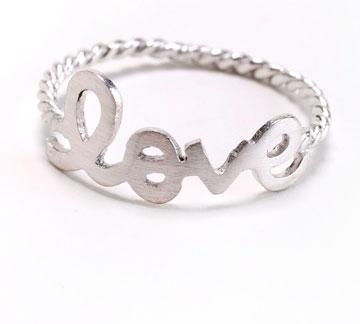 Rockglam. טבעת עגולה, 39 שקל. הכי רומנטי (צילום: מיכאל טופיול)