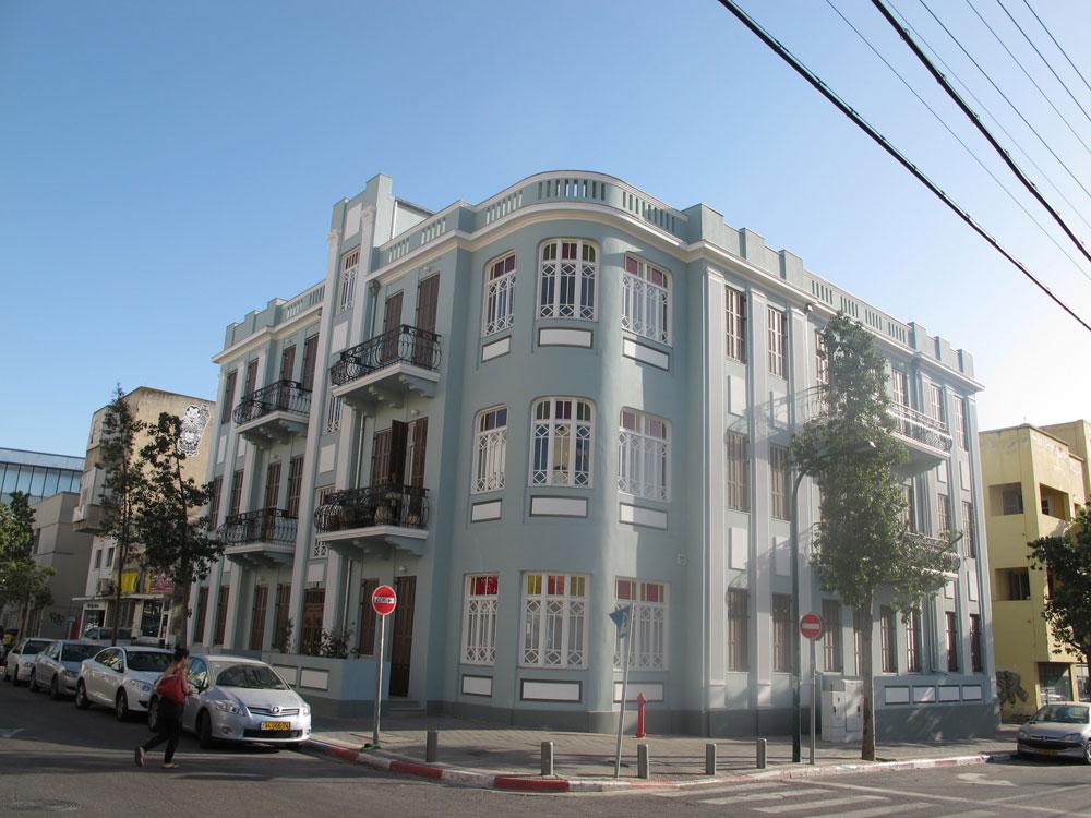 הבניין ברחוב החשמל בתל אביב, שאותו שימרה האדריכלית ניצה סמוק, זוכה אצל אמנון בר אור למחמאות: ''הקפדה על פרטים, אקלקטיקה במיטבה'' (צילום: איתי כ''ץ)