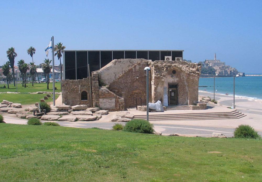 שימור ''בית גידי'', הוא בית האצ''ל, בגבול תל אביב יפו. מבחינת בר אור, האדריכלים באו למחוק את העבר הערבי של מנשייה - ולמעשה הנציחו אותו מבלי משים (צילום: Bukvoed, cc)