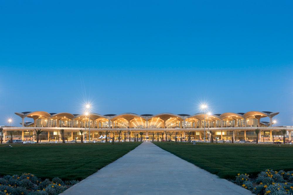 פוסטר תיכנן גם את הטרמינל החדש בשדה התעופה ''עאליה'' בעמאן. דיסנילנד אוריינטלי או טעם טוב בתרבות ערב? תלוי איך מסתכלים על זה (צילום: Nigel Young , Foster and Partners)