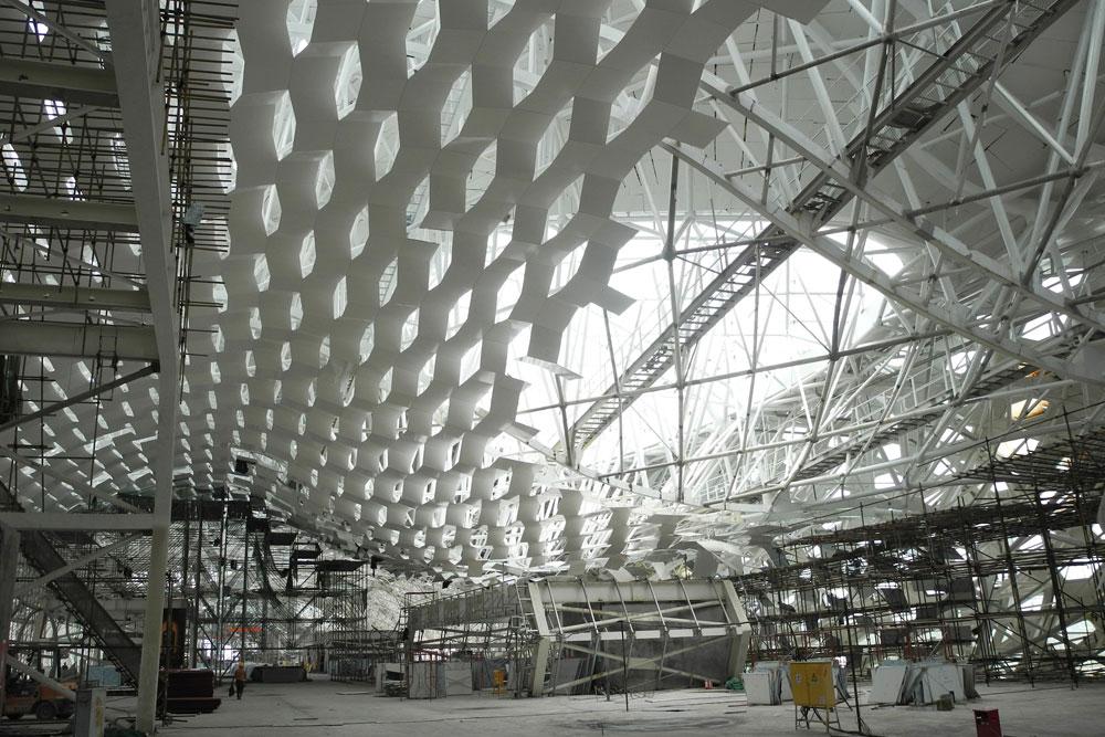 בדרך להקמה: שדה התעופה של שנז'ן, העיירה הסינית שהפכה לכרך אדיר ולמרכז כלכלי משמעותי באסיה כולה (צילום: cc,Roman Schieber)