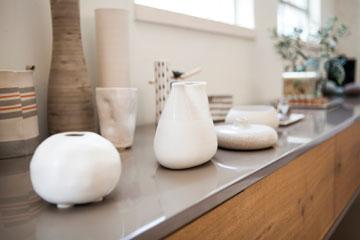 אוסף כלי קרמיקה (צילום: שירן כרמל )